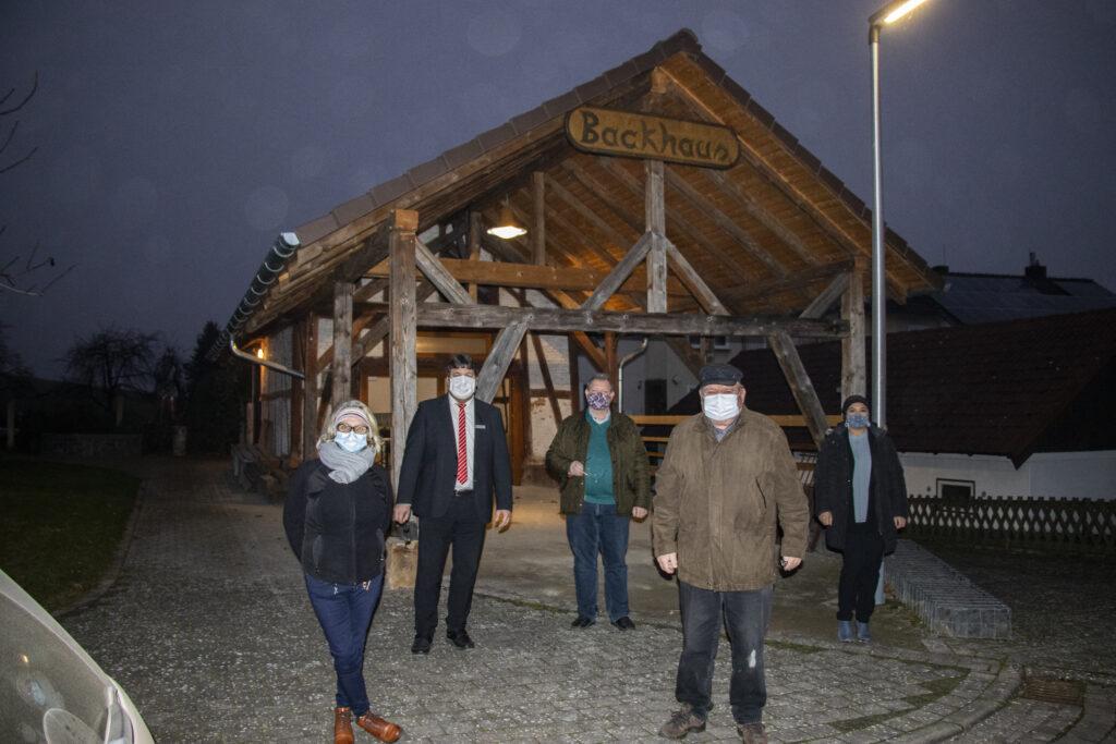 Große Freude über den weiteren Umbau am Backhaus vom Backhausverein Riede e.V.